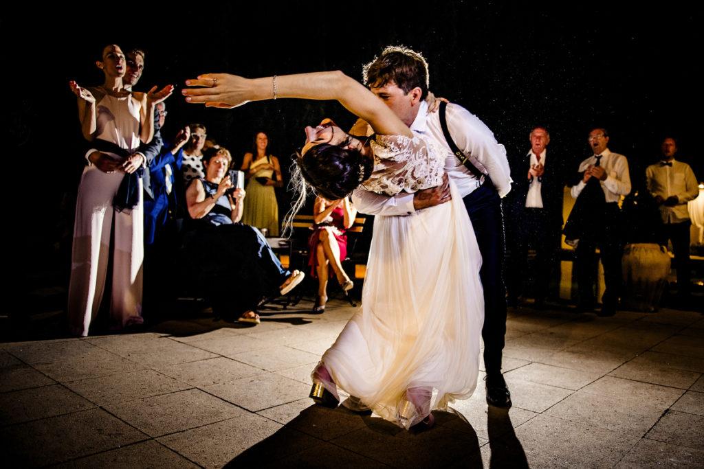 novios en el primer baile